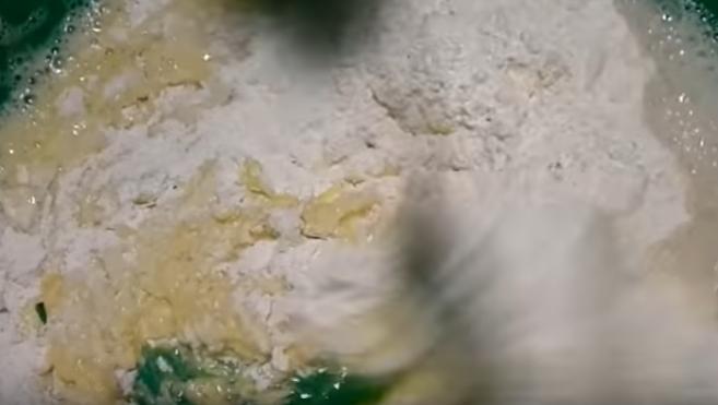 Тесто на молоке с яйцом для чебуреков - рецепт пошаговый с фото