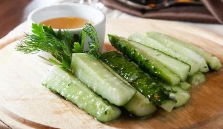 Малосольные огурцы с чесноком и зеленью — Рецепты быстрого приготовления
