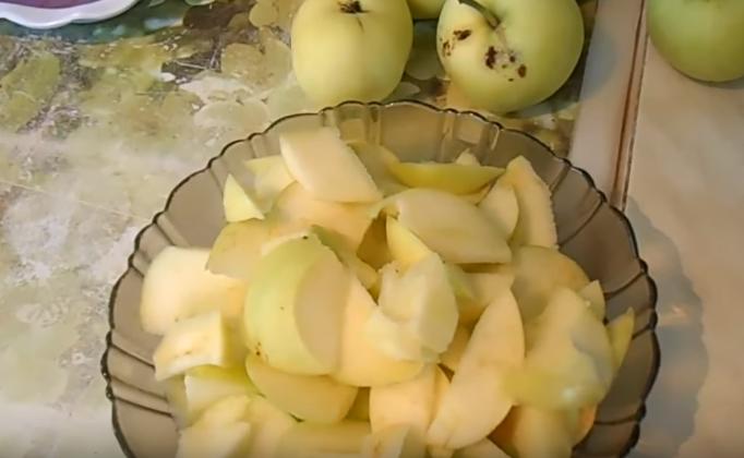 Манник с яблоками, он же шарлотка с манкой