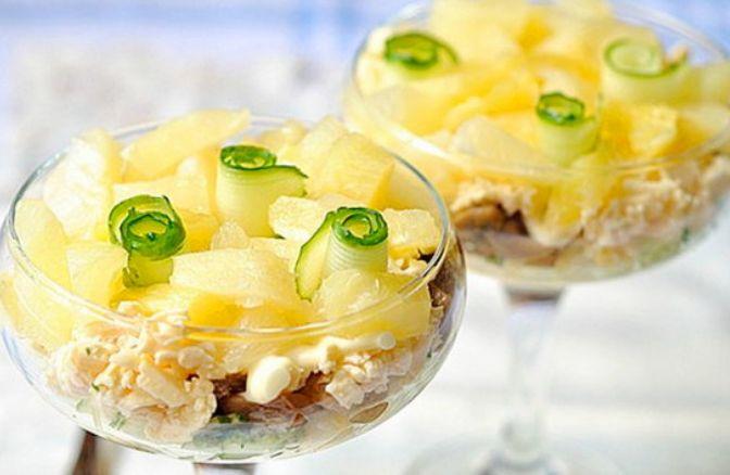Салат с копченой курицей и ананасами — 9 очень вкусных классических рецептов